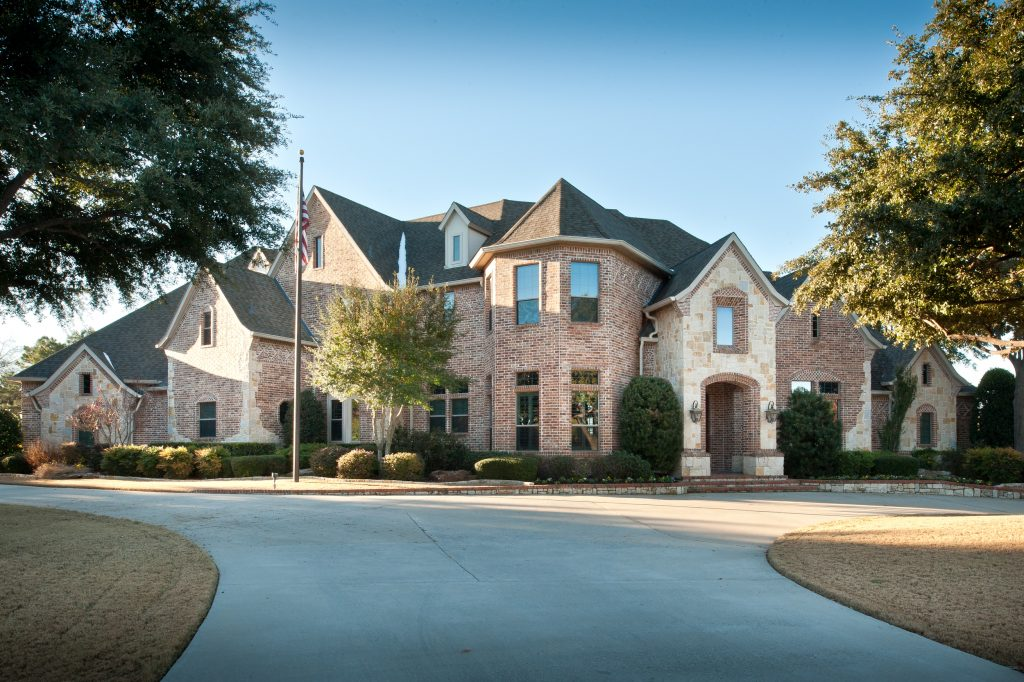 Photo of 660 Forest Oaks